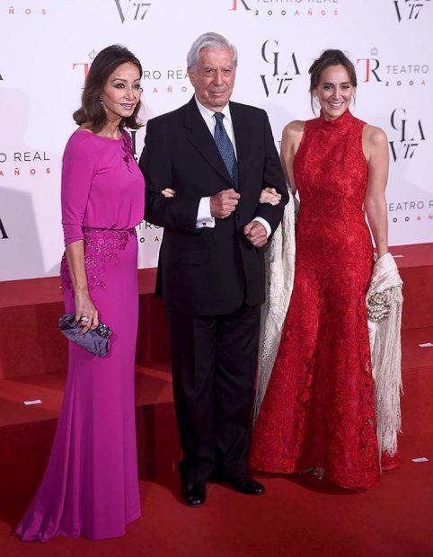 Mario Vargas Llosa junto a Isabel Preysler y Tamara Falcó
