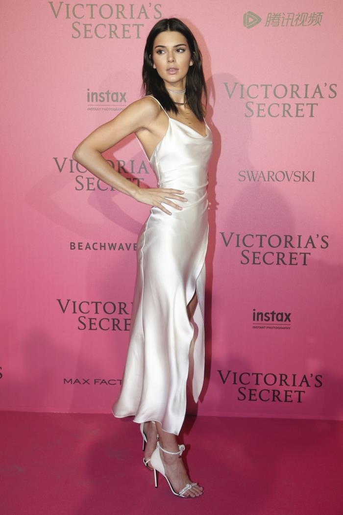 El clon \'low cost\' del vestido de boda más sexy de Alessandra de Osma