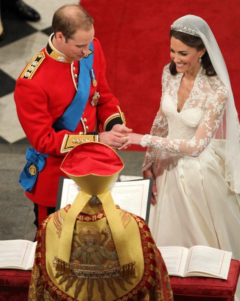 Kate Middleton y el príncipe Guillermo en su boda / Gtres