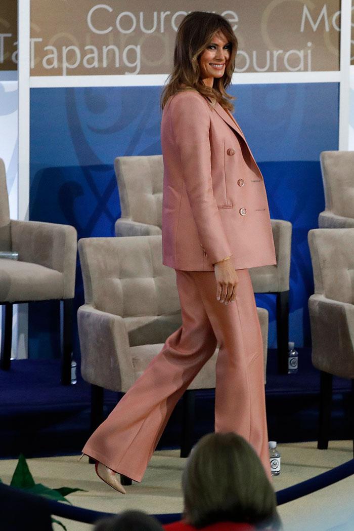 melania trump traje rosa