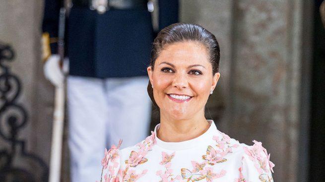 Victoria de Suecia y su vestido de H&M para un perfecto look de invitada