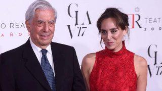 Mario Vargas Llosa y Tamara Falcó en un imagen de noviembre de 2017 / Gtres