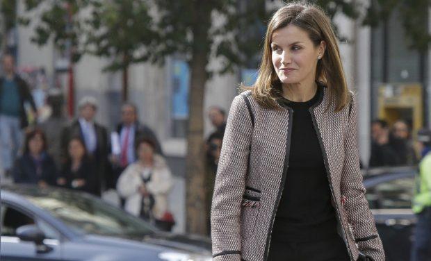Doña Letizia luce sonrisa en medio del escándalo