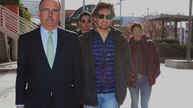 Primicia: El hijo de Ivonne Reyes, en los juzgados para ratificar su querella contra los Navarro