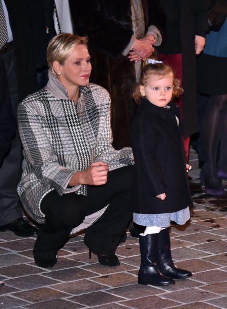 Charlene con el abrigo de Loro Piana / Gtres