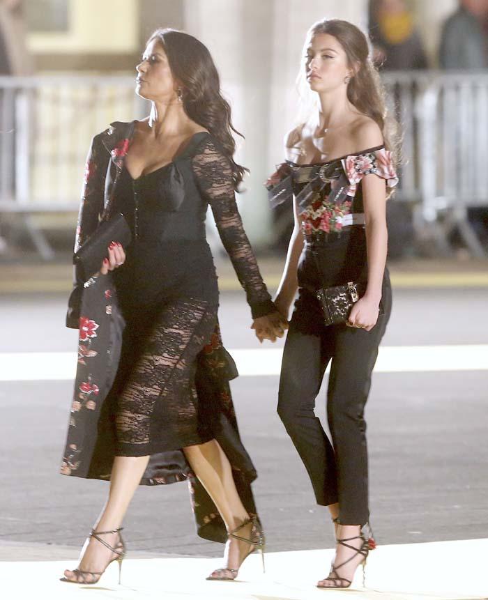 Carys Zeta Douglas y su madre en la fiesta de Dolce&Gabbana / Gtres