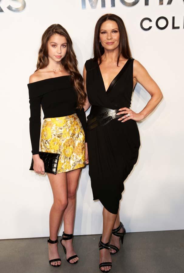 Carys Zeta Douglas y su madre en la Semana de la Moda de Nueva York
