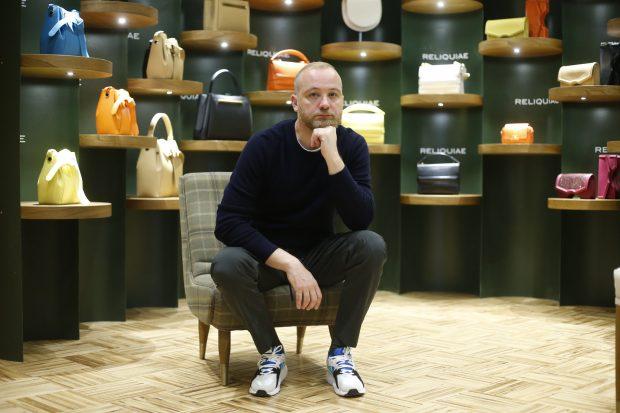 Héctor Jareño posa en el interior de su tienda / Gtres