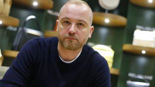 Héctor Jareño posa en su nueva flagship store / Gtres