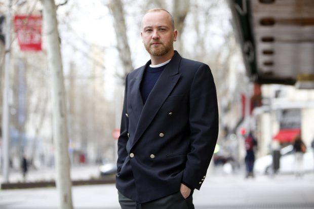 Héctor Jareño, director creativo de Reliquiae, nos cuenta en exclusiva los secretos de su nueva obra maestra, la mochila 'Capitol'