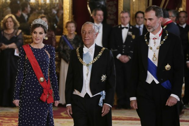 Doña Letizia rinde tributo a la reina Sofía con una de sus tiaras preferidas ( y polémicas )