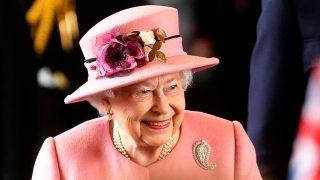 GALERÍA. Los looks BBC en los que Isabel II podría inspirarse para la boda del año / Gtres