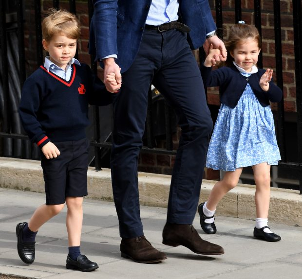 Los pequeños George y Charlotte a su llegada al hospital / Gtres