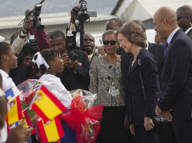 Doña Letizia 'se separa' del Rey para reflotar la imagen de la Corona