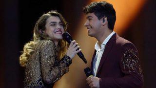 Alfred y Amaia muy sonrientes durante la interpretación de 'Tu canción'/Gtres