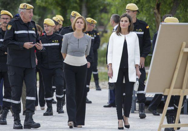 Doña Letizia apuesta por el bicolor en su visita más castrense