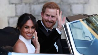 Harry y Meghan saludan rumbo a la recepción en Frogmore House / Gtres
