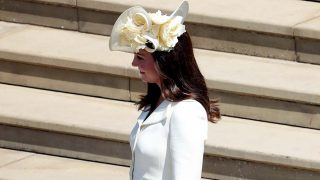 Kate Middleton, de blanco, con un look repetido / Gtres