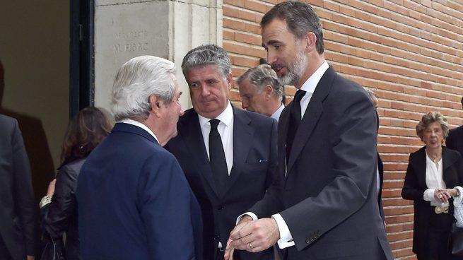 El rey Felipe despide a su primo, Alfonso Moreno de Borbón