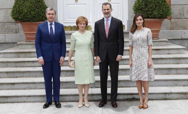 El Rey Juan Carlos reaparece en silla de ruedas y junto a Sofía