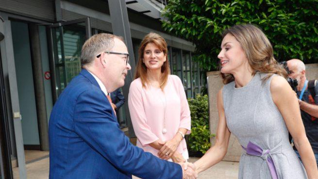 Doña Letizia se viste 'de penitente' en su visita a Ginebra