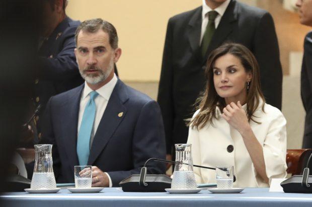 Doña Letizia, reina del 'vintage': Recicla una chaqueta de 2008 para sustituir a su hija