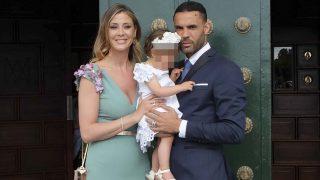 La modelo Elisabeth Reyes y su marido Sergio Sánchez el día del bautizo de su pequeña /Gtres