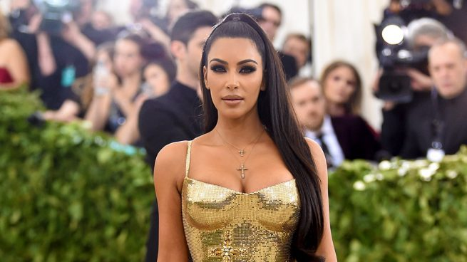Kim Kardashian se sorprende por recibir un premio de moda
