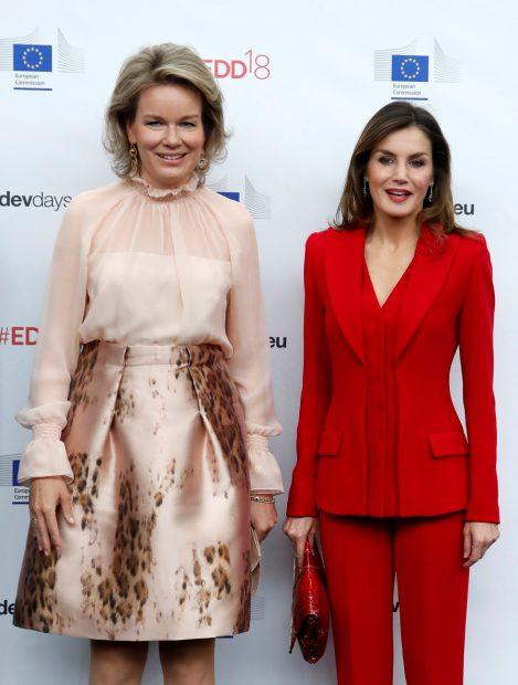 Letizia, 'reina roja' de España,  gana por goleada a Matilde de Bélgica en su propia casa