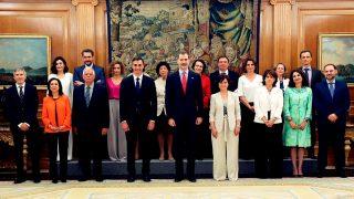 Los miembros del gobierno de Pedro Sánchez posan junto a Felipe VI / Gtres