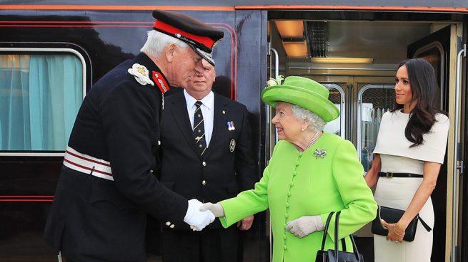 Adiós al 'messy': Meghan se marca un 'Kate' en su primer acto con la Reina