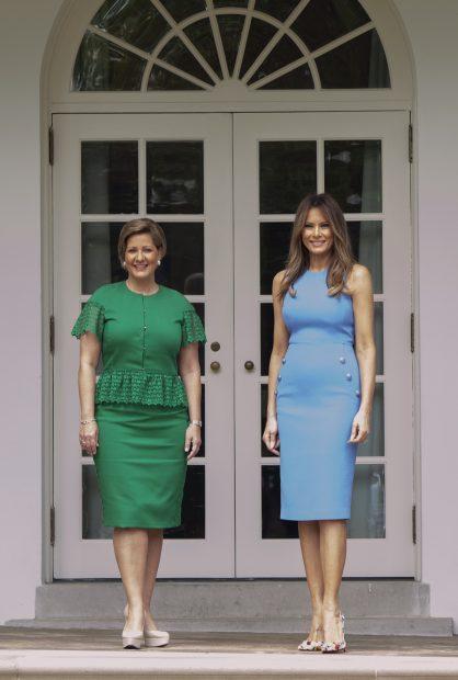 Doña Letizia le 'copia' el vestido a Melania Trump