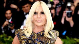 Donatella Versace se ha empeñado en que pronunces bien su apellido / Gtres
