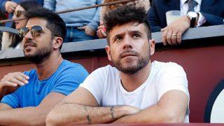 El cantante Pablo López junto a su hermano Luis en la Feria de San Isidro en Madrid / Gtres