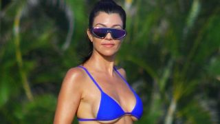 Kourtney Kardashian, a la cabeza en moda de baño / Gtres