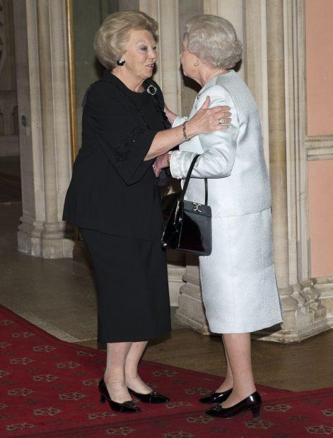 La reina Isabel con Beatriz de Holanda / Gtres