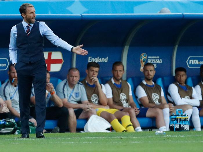 El conjunto que luce el entrenador del conjunto británico está disponible en la web de Marks & Spencer / Gtres