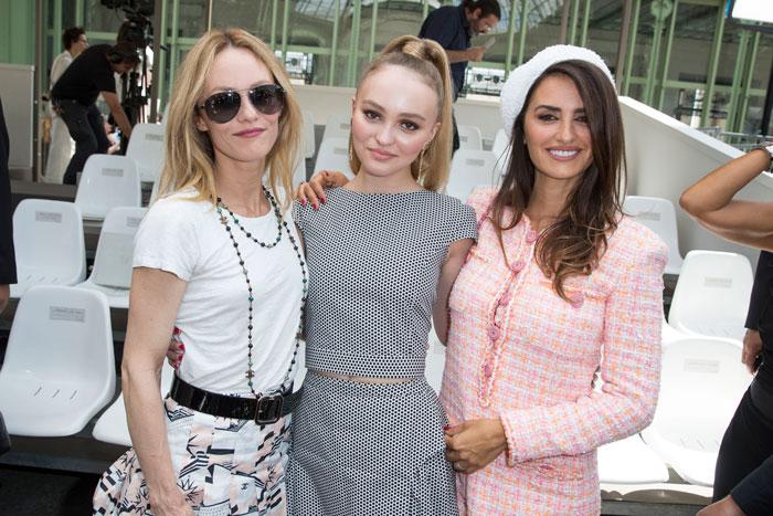 Penélope Cruz, Vanessa Paradise, Lily-Rose Depp en el desfile de Chanel