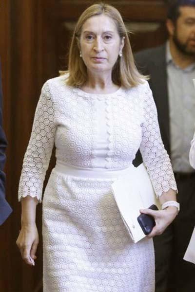 Soraya utiliza un look de la presidenta Pastor en la jornada de primarias