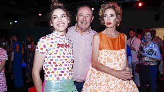 Ágatha Ruiz de la Prada, Luis Miguel Rodríguez y Cósima Ramírez durante el desfile /Gtres