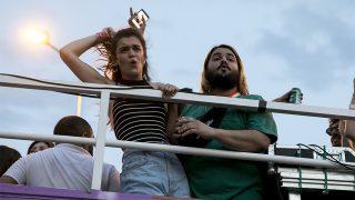 Amaia Romero, ganadora de OT 2017 junto al actor Brays Efe, durante la fiesta del Orgullo Gay / Gtres.