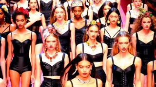 Modelos durante el desfile de primavera-verano 2018 de Dolce & Gabbana / Gtres