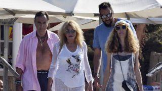 Manuel Segura, Carmen Cervera, Borja Cervera y Blanca Cuesta, juntos en Ibiza / Gtres.