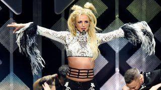 El vestuario de Britney Spears la traiciona en una actuación / Gtres