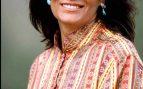 'Carmina' Ordóñez con pendientes 'mini' y prendas ligeras de estampado multicolor / Gtres