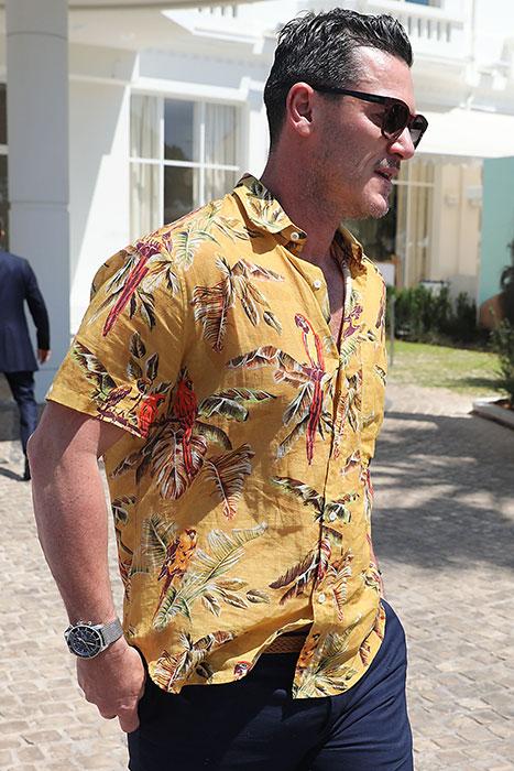 El actor Kuke Evans con camisa caribeña / Gtres