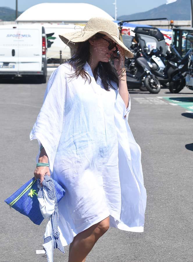 Carlota Casiraghi con vestido camisero blanco / Gtres