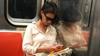 Katie Holmes, una más en el metro de Nueva York / Gtres