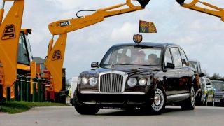 La Reina en uno de los Rolls / Gtres