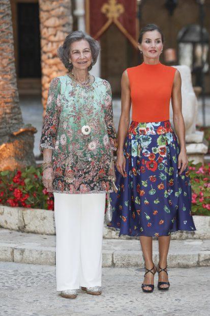 Doña Letizia y doña Sofía esperan para recibir a las autoridades / Gtres